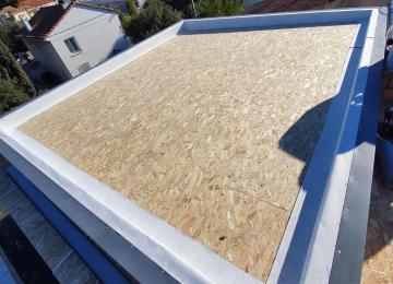 Etanchéité toiture plate étape 1 pour surélévation studio vue mer - Marseille - La Maison Bois