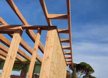 Débords de toiture ossature bois pour création de studio - La Maison Bois