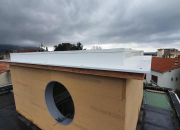 Debors de toit en tôle aluminium laqué blanc