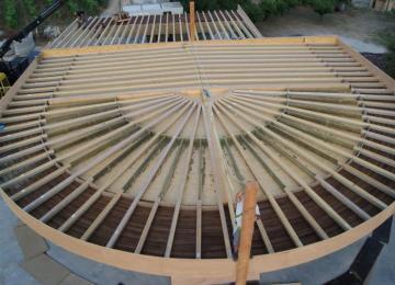 Construction structure bois éventail et d'un Préau au fond