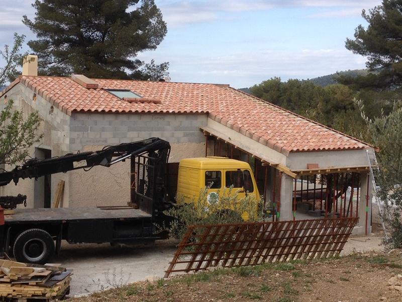 Sur l vation des toitures auriol charpentes et for Agrandissement maison 25m2