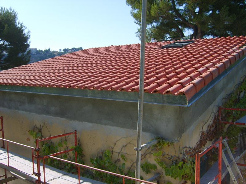 D molition et r novation de la toiture charpentes et toitures for Tuile de rive maison phenix