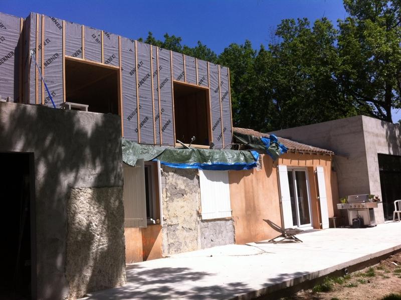 Sur l vation toit plat meyreuil de 100 m2 r novation for Surelevation bois toit plat
